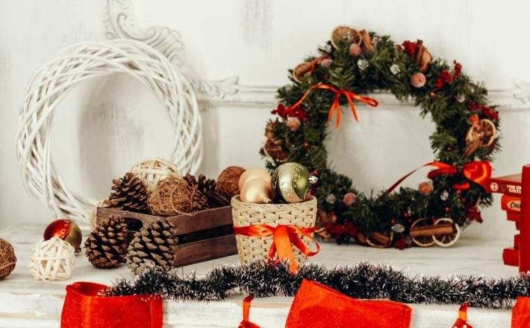 Winter 2020 Interior Design Trends Mantelpiece Wreaths